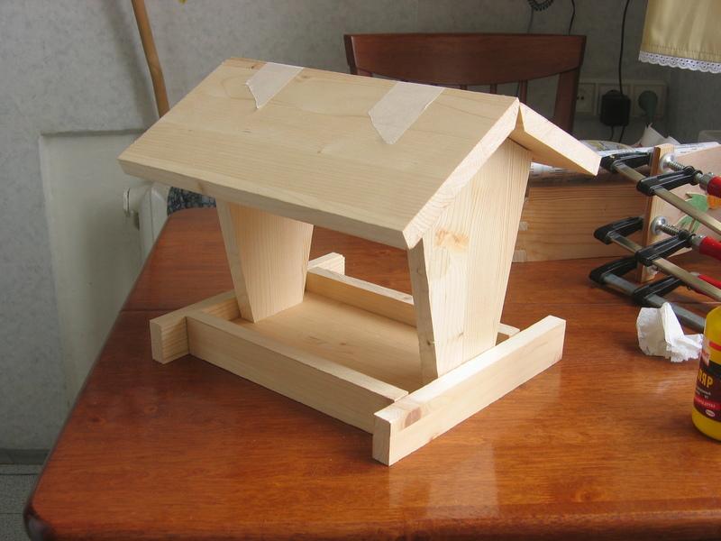 Сделать деревянную кормушку для птиц своими руками
